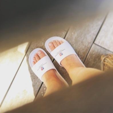 Värmande sol på fötterna, utomhus i april!